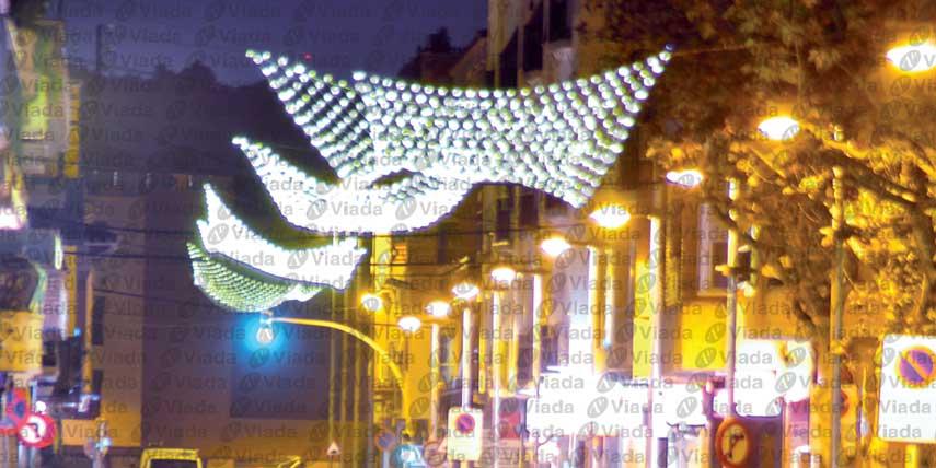 Colocar redes de luz en el centro de la calle