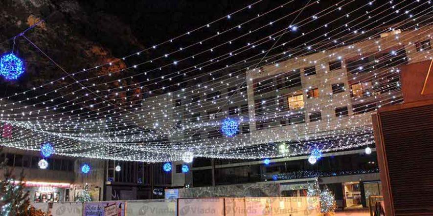 Ideas para luces de navidad for Cortina de luces led