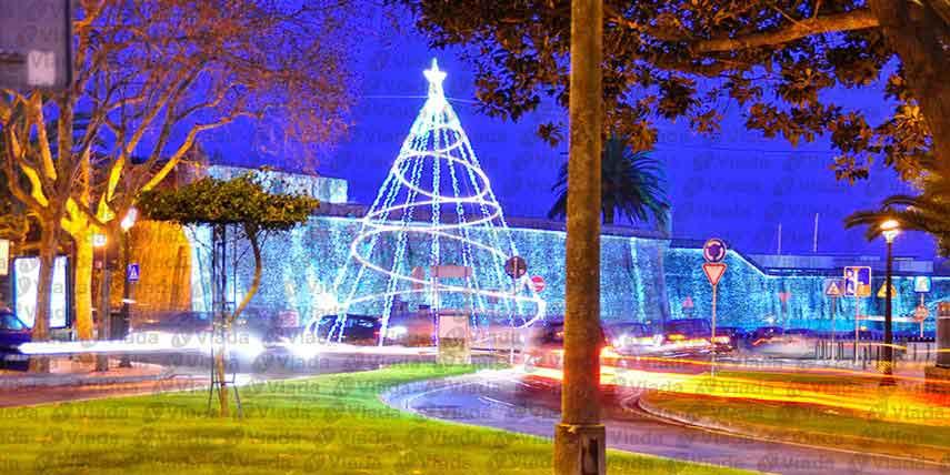 Rbol de navidad moderno de 10m con hula hoops - Manguera luces navidad ...