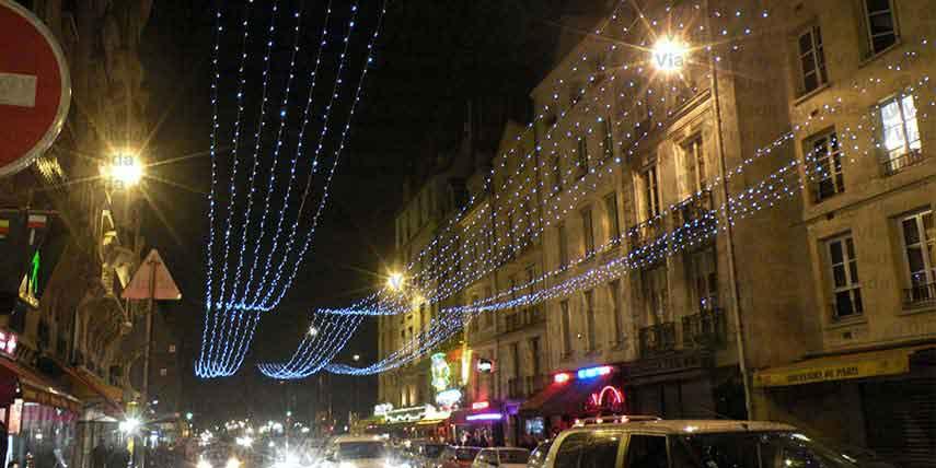 Cortina de luces de 50m de largo cubriendo calles for Cortina de luces