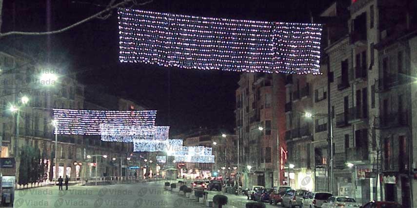 Colgar conjuntos de redes de luz verticalmente