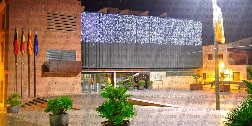 Decorar edificio público con cortina led